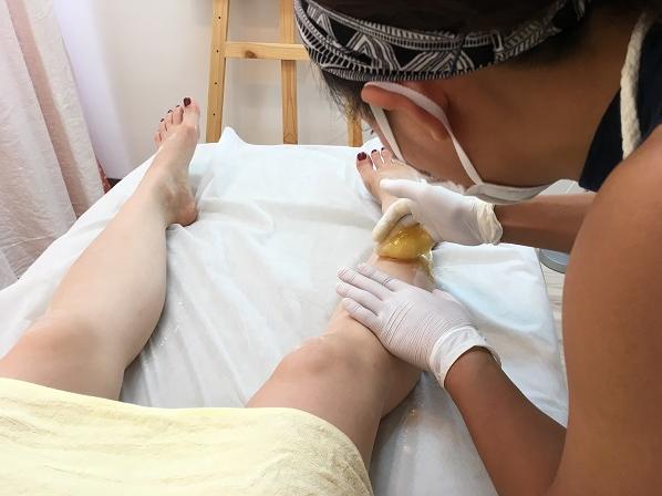 日本シュガーリング協会認定シュガーリストによる、足のシュガーリング