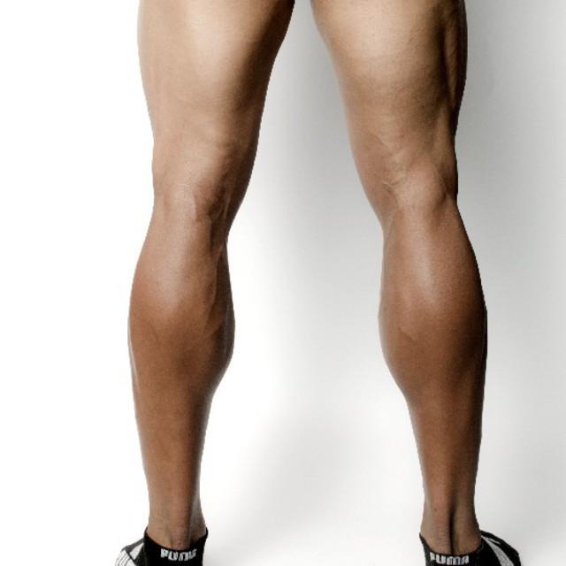 男性の脚のワックス脱毛